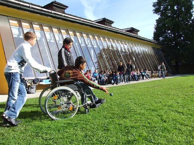 Reformas en la comunidad para ayudar a vecinos discapacitados